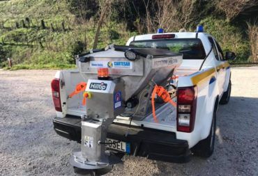 Cartesar donates a salt spreader to the local Civil Protection